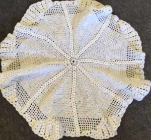 Sirdar 3007 - crochet baby shawl dolls version